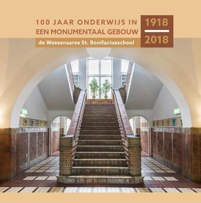 Afbeeldingen van 100 jaar onderwijs in een monumentaal gebouw