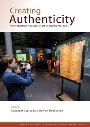 Afbeeldingen van Mededelingen Rijksmuseum Volkenkunde Creating authenticity