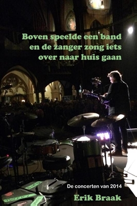 Afbeeldingen van Boven speelde een band en de zanger zong iets over naar huis gaan