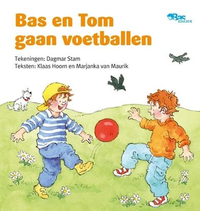 Afbeeldingen van Bas en Tom gaan voetballen